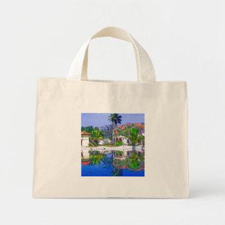 Cabañas y laguna hermosas bolsa de mano