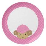Cabeza adorable del mono del bebé en lunares rosad plato de cena