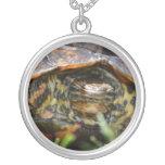 Cabeza adornada de la tortuga de madera encendido  collares
