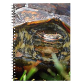 Cabeza adornada de la tortuga de madera encendido  libreta espiral