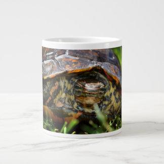 Cabeza adornada de la tortuga de madera encendido  taza extra grande