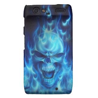 cabeza azul del cráneo con las llamas funda para droid RAZR