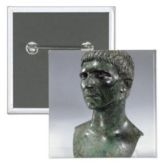 Cabeza de bronce de un hombre, romano, el comenzar pin cuadrado