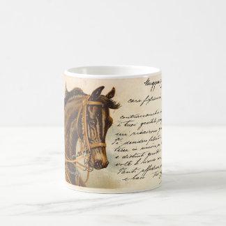 Cabeza de caballo oscura antigua de bahía taza clásica