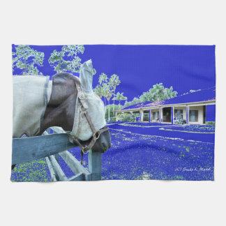 cabeza de caballo sobre el azul de la cerca colore toalla de mano