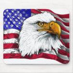 Cabeza de Eagle con la bandera Alfombrilla De Ratones