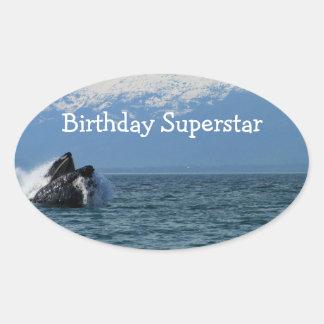 Cabeza de la ballena jorobada; Feliz cumpleaños Pegatina Ovalada