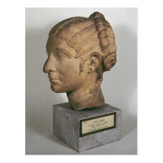 Cabeza de la piedra caliza de una mujer tarjeta postal