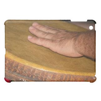 cabeza de la piel del tambor de la mano con hand j