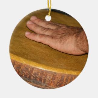 cabeza de la piel del tambor de la mano con hand.j adorno de navidad