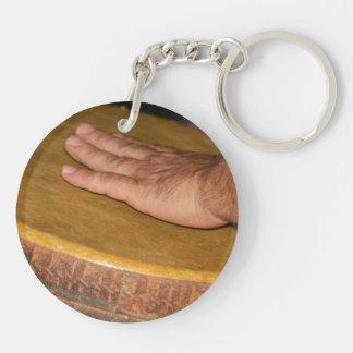 cabeza de la piel del tambor de la mano con hand.j llavero