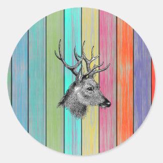 Cabeza de madera colorida de los ciervos del pegatina redonda