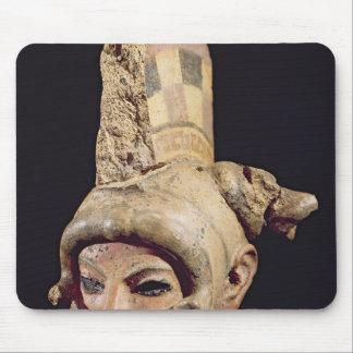 Cabeza de un guerrero que lleva un casco tapete de raton