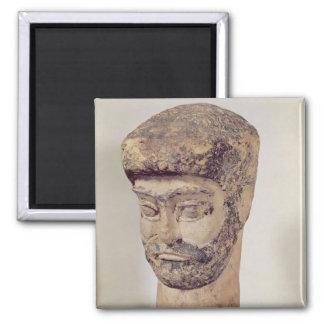 Cabeza de un hombre moldeado, c.1800 A.C. Imán Cuadrado