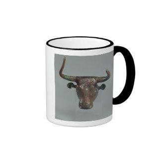 Cabeza de un toro, con la inscripción sumeria taza a dos colores
