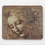 Cabeza de una mujer joven con el pelo Tousled o, L Tapetes De Raton