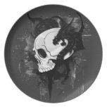 cabeza del cráneo con la pintada del dragón platos de comidas