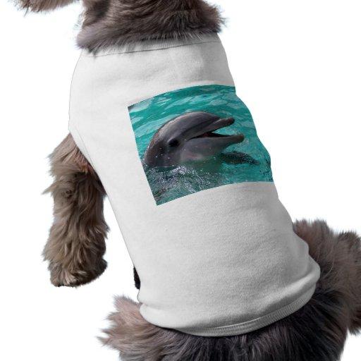 Cabeza del delfín en agua del aquamarine playera sin mangas para perro