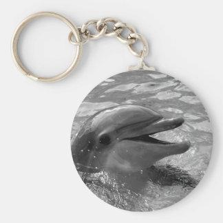 Cabeza del delfín en blanco y negro abierto de la  llavero redondo tipo pin