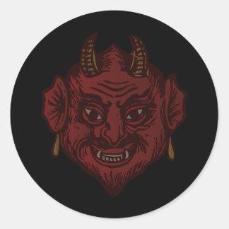 Cabeza del diablo (rojo descolorado) pegatina redonda