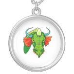 Cabeza del dragón con horns.png colgante