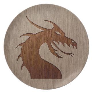 Cabeza del dragón grabada en el efecto de madera plato para fiesta