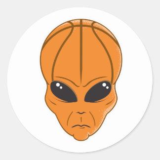 cabeza del extranjero del baloncesto pegatina redonda