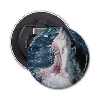 Cabeza del gran tiburón blanco abrebotellas redondo