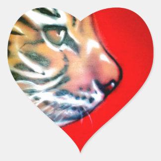 Cabeza del tigre pegatina de corazon