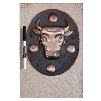Cabeza del toro del metal del vintage pizarras