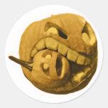 Cabeza divertida de la calabaza de Halloween (vers Pegatinas Redondas