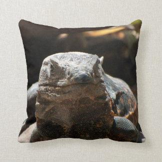 Cabeza en iguana almohada
