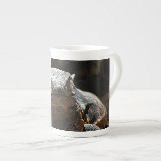 Cabeza en iguana taza de porcelana