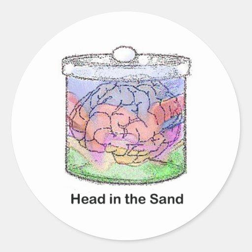Cabeza en la arena pegatina redonda