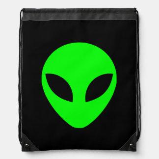 Cabeza extranjera verde mochila
