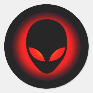 Cabeza extraterrestre del extranjero de espacio etiqueta redonda