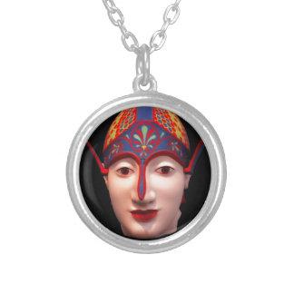 Cabeza griega del guerrero collar plateado