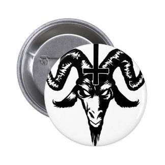 Cabeza satánica de la cabra con la cruz (negro) pin redondo de 2 pulgadas