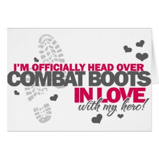 Cabeza sobre botas de combate tarjeta de felicitación