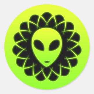 Cabeza verde del extranjero de espacio del pegatinas redondas