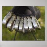 Cabezas de club de golf en un bolso. Tres a nueve Póster