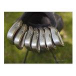 Cabezas de club de golf en un bolso. Tres a nueve Tarjetas Postales