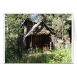 Cabina abandonada en las maderas felicitaciones