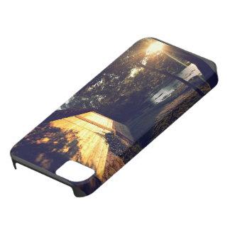 Cabina con las tablas de madera al lado de la funda para iPhone SE/5/5s