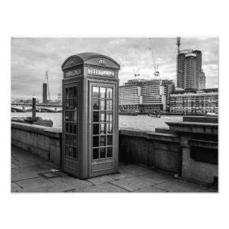 Cabina de teléfono blanco y negro fotografía