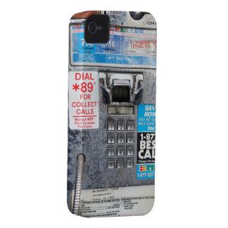 Cabina de teléfono de pago pública divertida iPhone 4 Case-Mate fundas