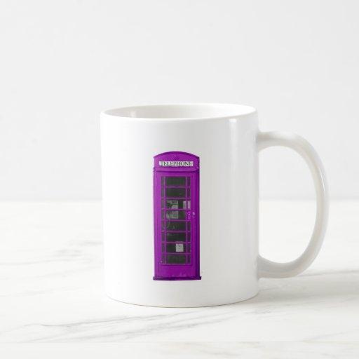 Cabina de teléfonos púrpura taza de café