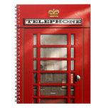 Cabina de teléfonos roja británica clásica libreta