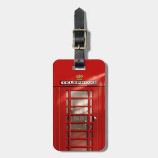 Cabina de teléfonos roja británica clásica persona etiqueta para equipaje