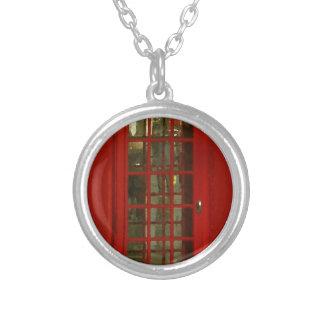Cabina de teléfonos roja del vintage colgante redondo